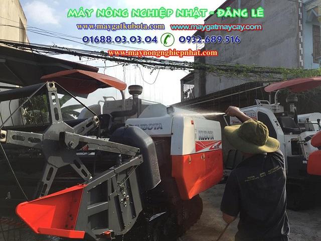 Xuất bán giao bán máy gặt lúa cũ bãi giá rẻ kubota dc70 cho bà con Đông Triều Quảng Ninh