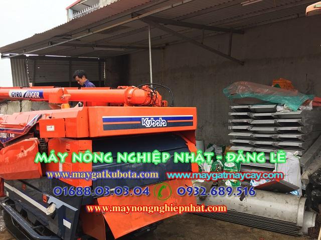 Máy gặt lúa kubota R1 40 giá tốt