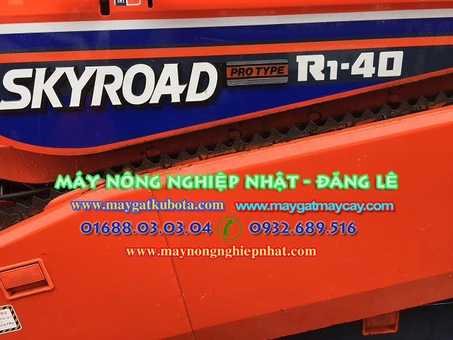 xuat-giao-ban-may-gat-dap-lien-hop-kubota-R1-40-tai-thai-nguyen-cho-ba-con-khach-hang-may-gat-gia-tot.3