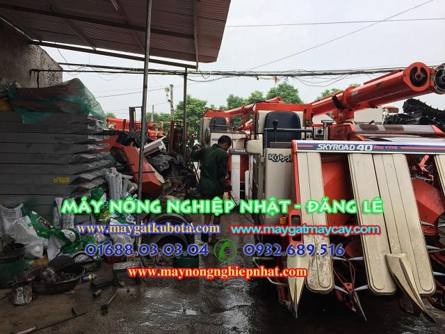 xuat-giao-ban-may-gat-dap-lien-hop-kubota-R1-40-tai-thai-nguyen-cho-ba-con-khach-hang-may-gat-gia-tot.4